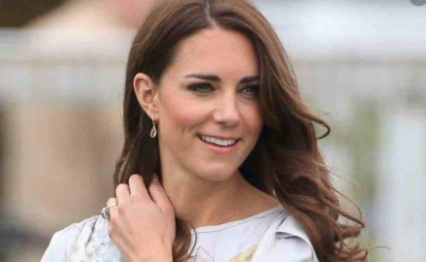 Kate Middleton aiuta i genitori
