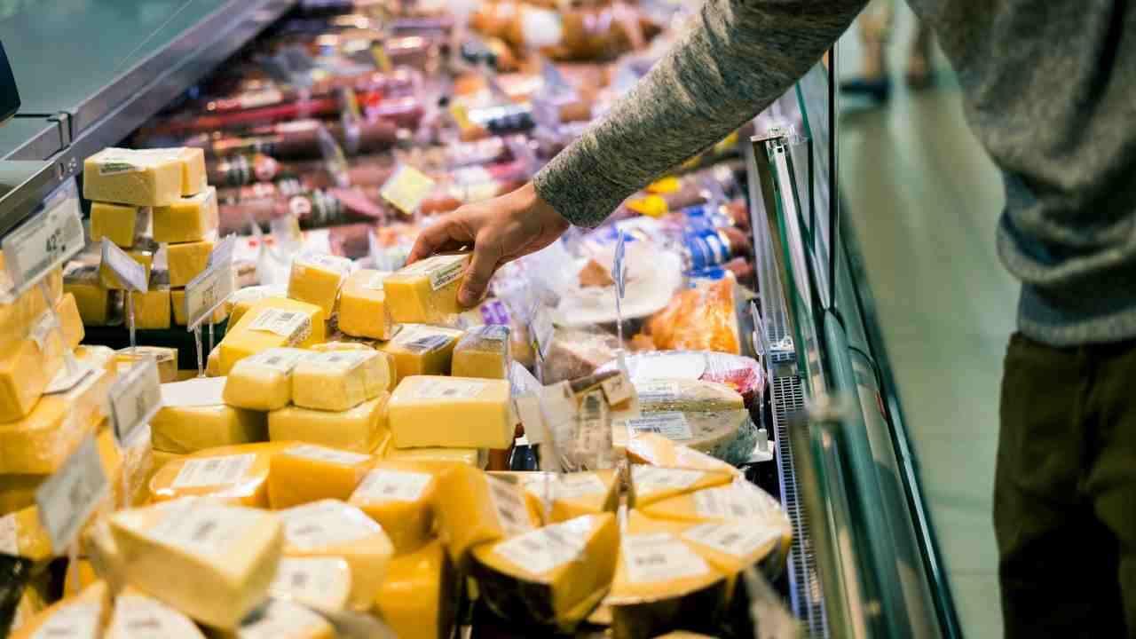 Richiamo due lotti di formaggio