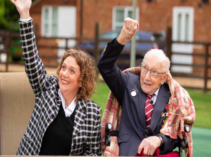 Tom Moore compie 100 anni