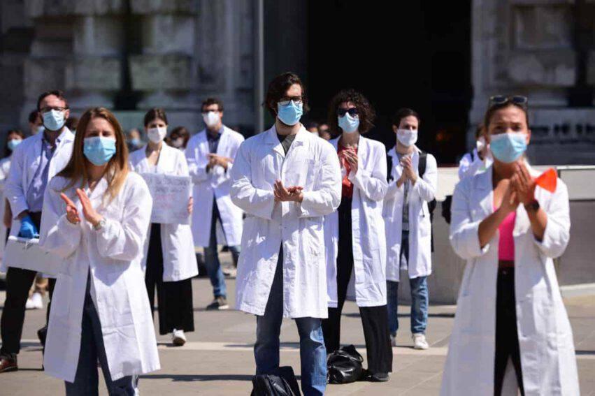 coronavirus italia calano positivi
