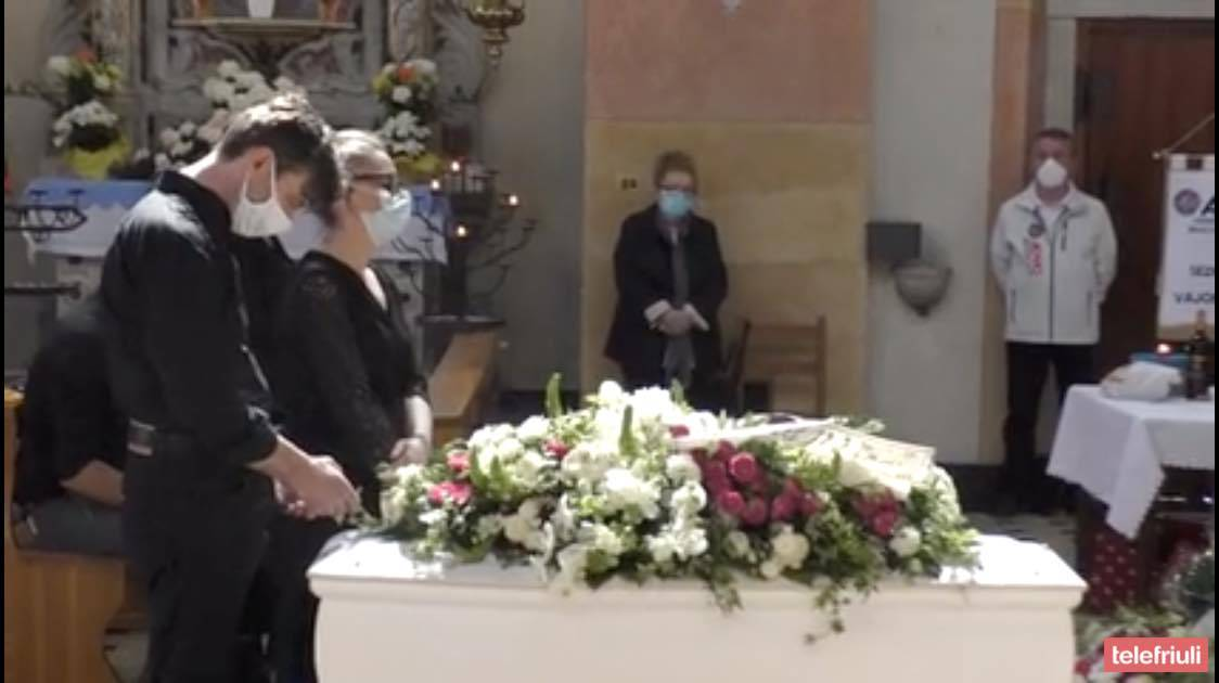 Il funerale di Elisa Pardini: il saluto di migliaia di persone alla piccola guerriera sorridente   VIDEO