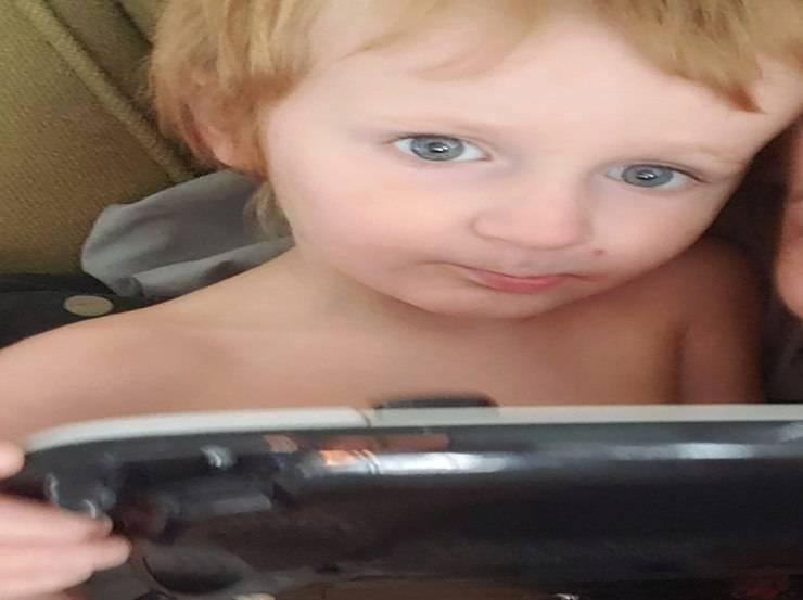 Bambino autistico allontana