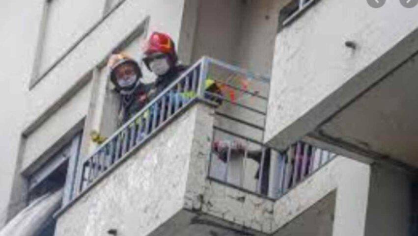mamma e figlia cadute dal 3 piano