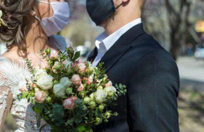 sposi senza mascherina