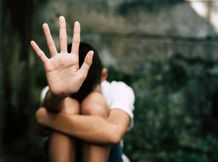 Bambino di 11 anni violentato