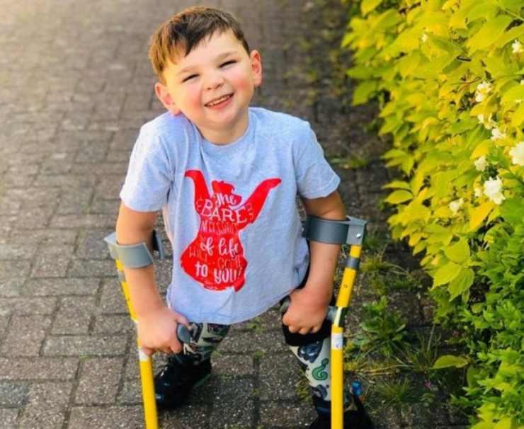 Bambino senza gambe raccolta fondi 1 7