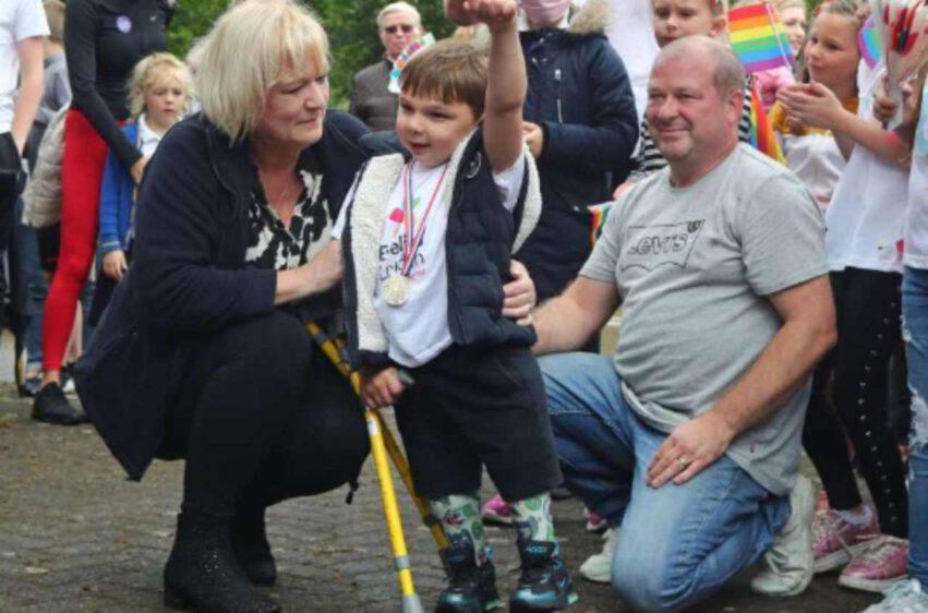 Bambino senza gambe  raccolta fondi