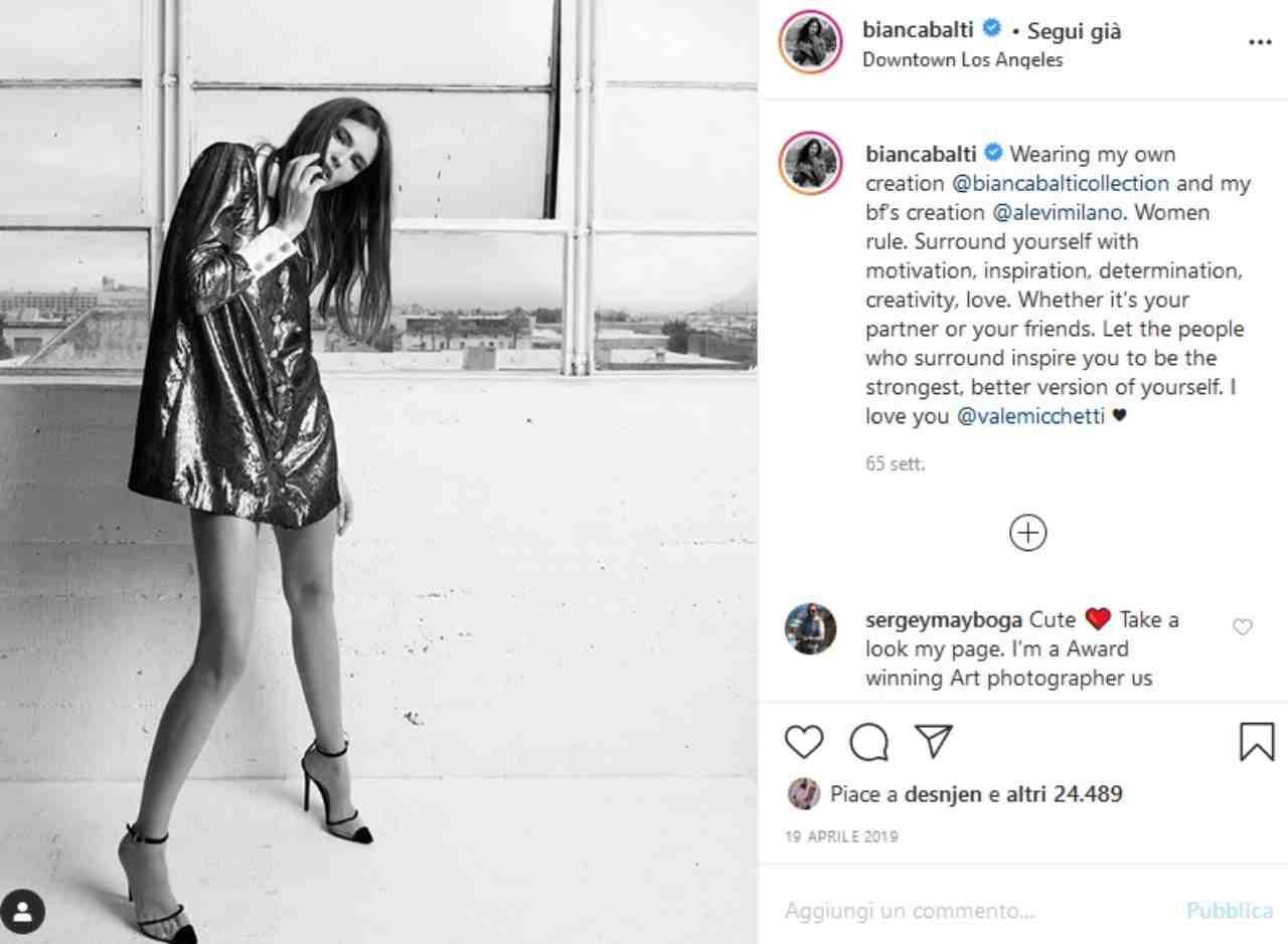 Bianca Balti indossa una sua creazione (fonte Instagram @biancabalti)