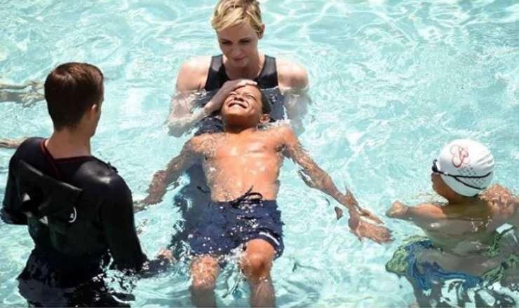 Charlene di Monaco nuoto