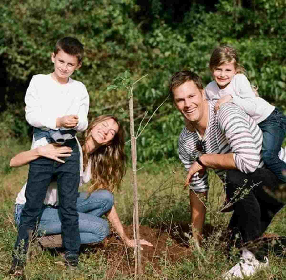 Gisele pianta alberi in famiglia