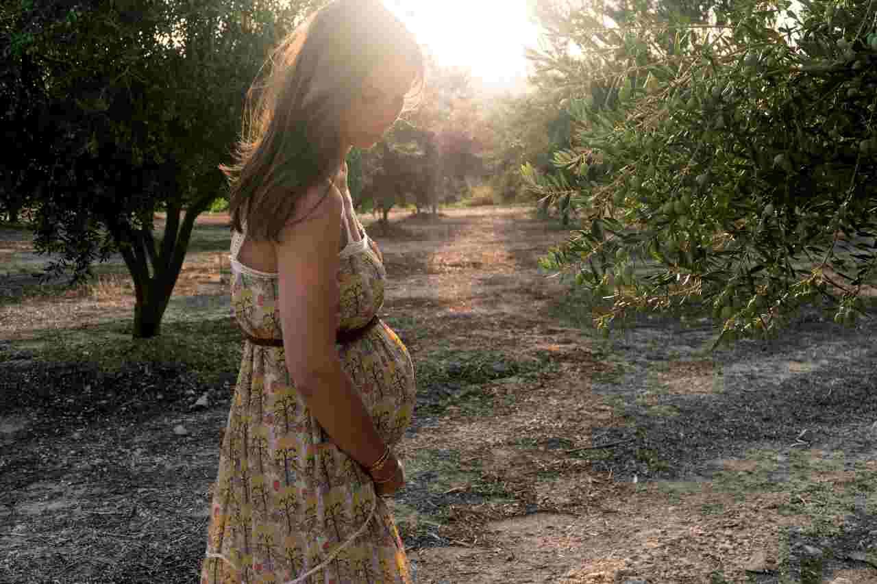 Gravidanza in estate (fonte unsplash)