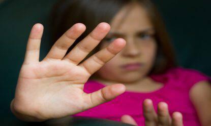 Violenze sessuali bimba disabile