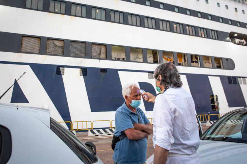 coronavirus italia contagi ancora calo