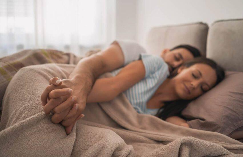 dormire in coppia migliora la memoria