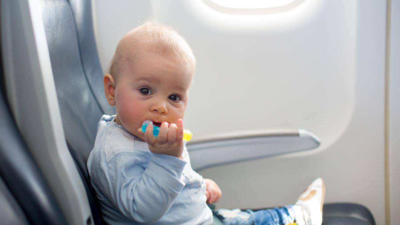viaggiare in aereo bambini precauzioni