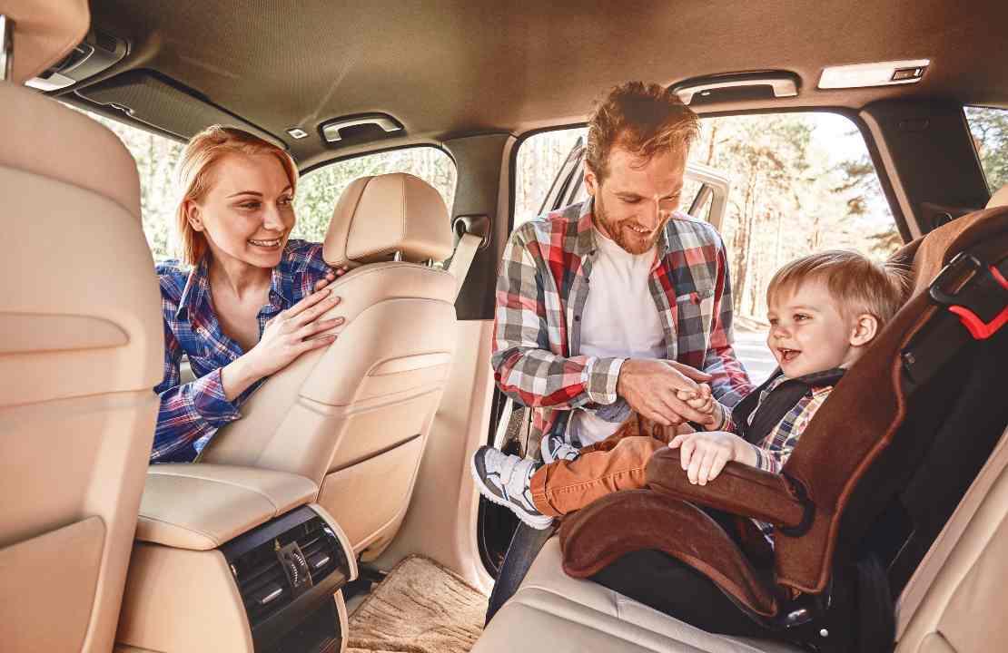 viaggiare in auto coi bambini in sicurezza
