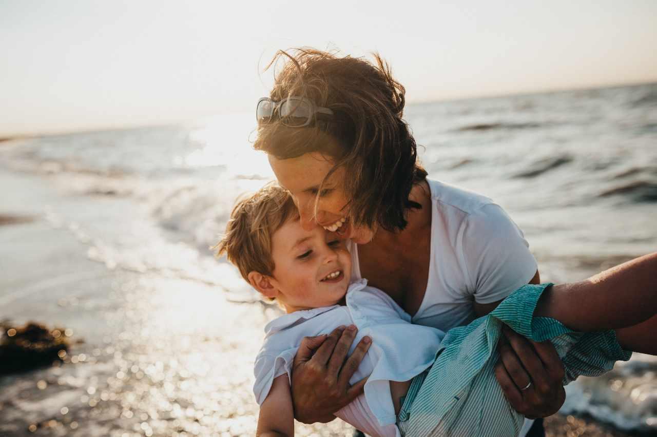Mamma e figlio (fonte unsplash)