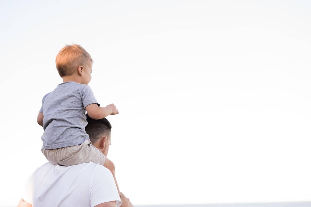 Papà e figlio (fonte unsplash)