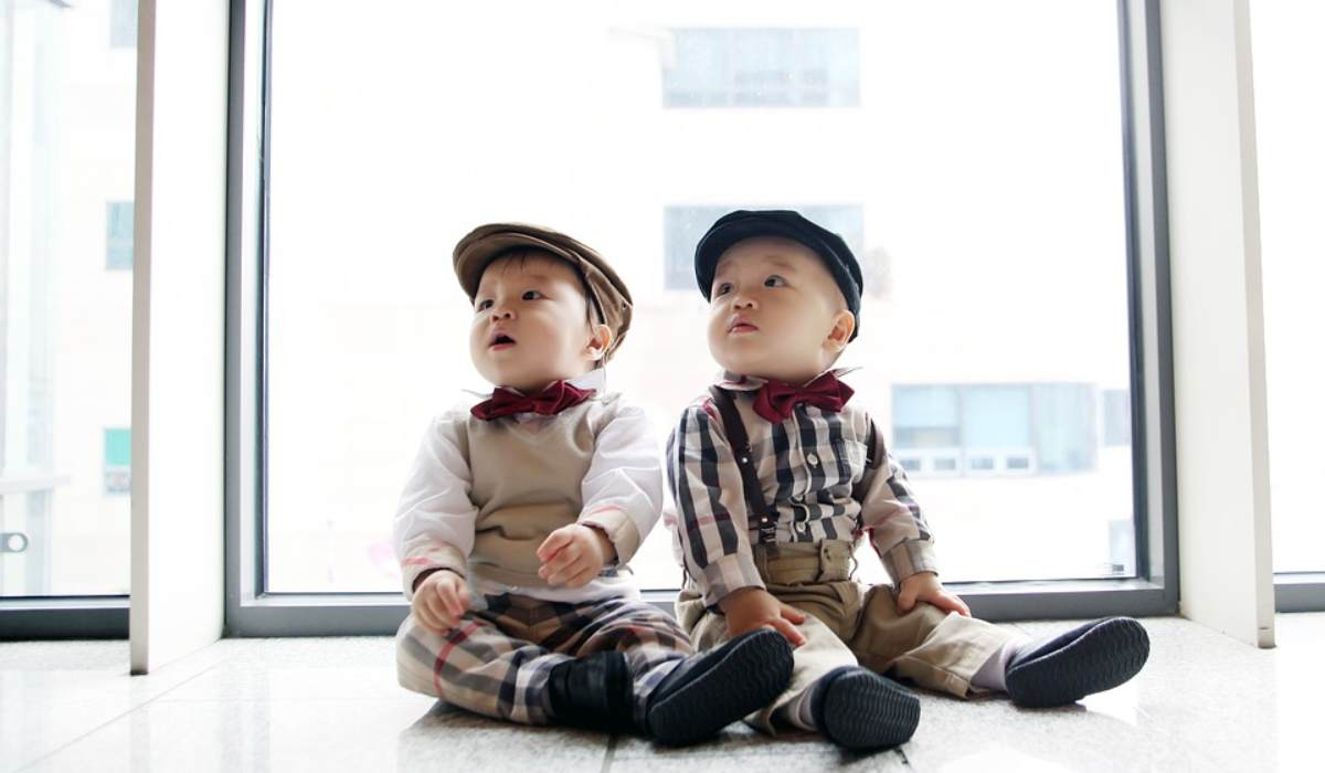 vestire gemelli uguali diversi