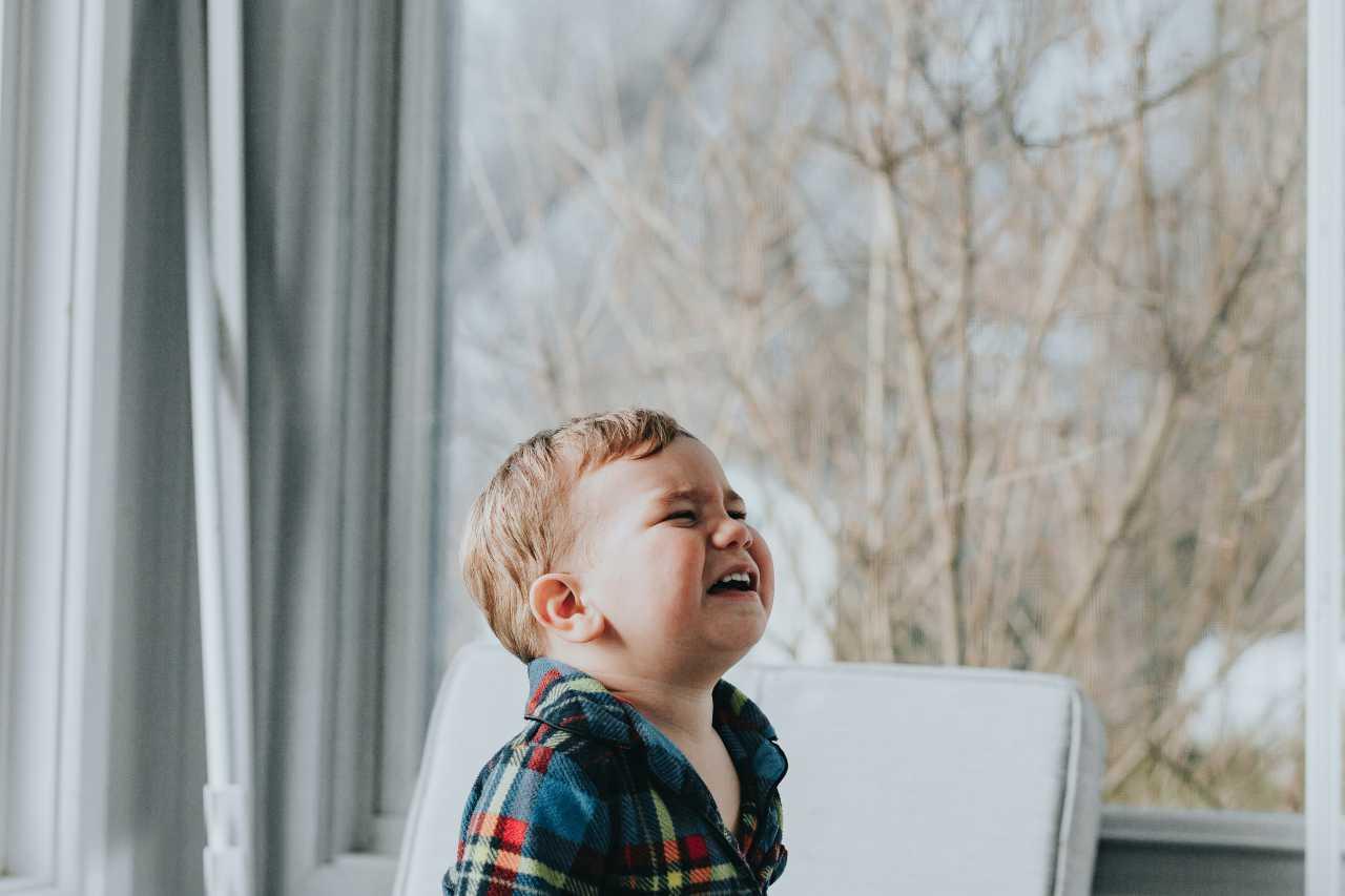 Bambino che piange (fonte unsplash)