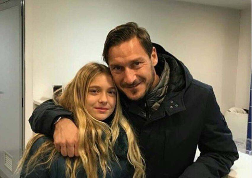 Francesco Totti e Chanel mare