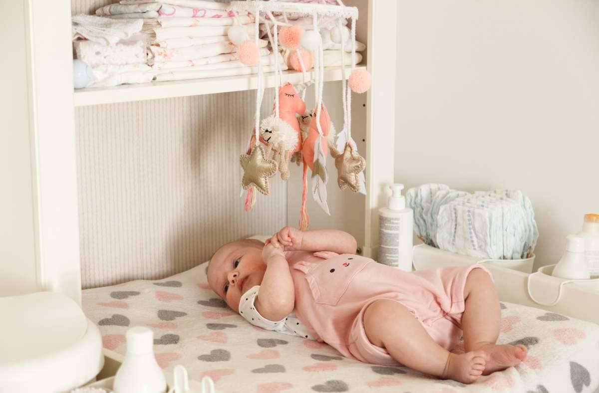 organizzare fasciatoio e armadio del neonato
