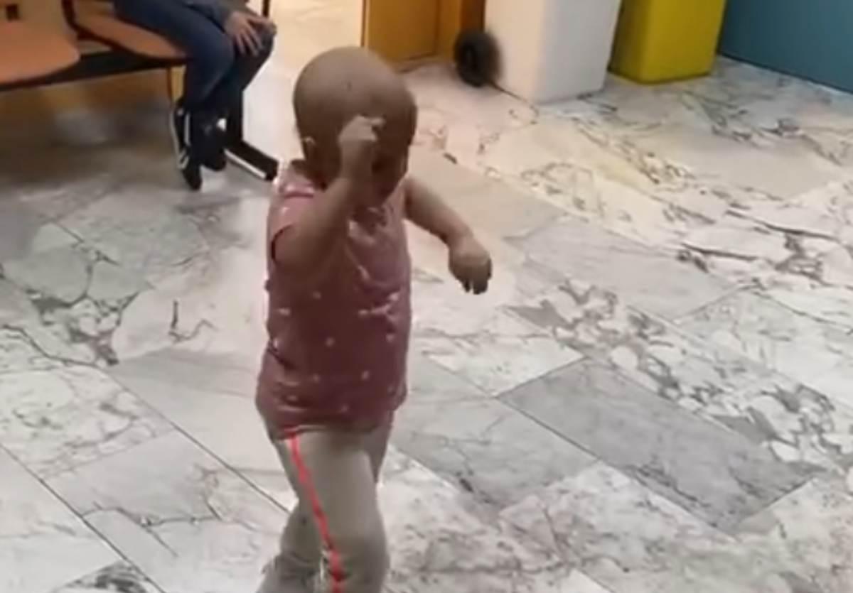 Video Bambina che balla