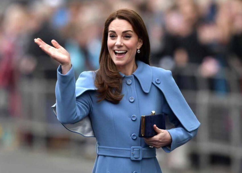 Kate Middleton aiuta i genitori (1)