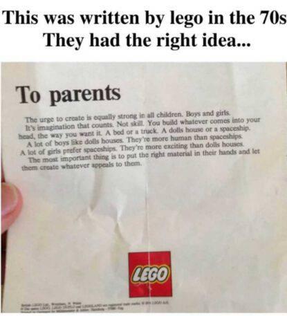 Lettera Lego (fonte Instagram @womenofimpact)