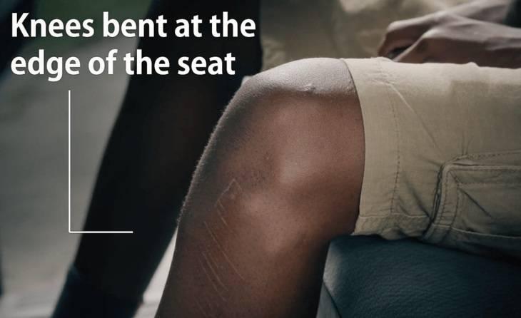 ginocchio in macchina