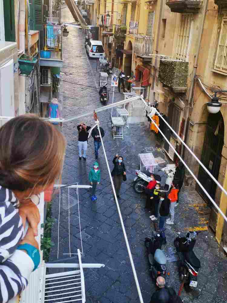 insegnante scuola dai balconi