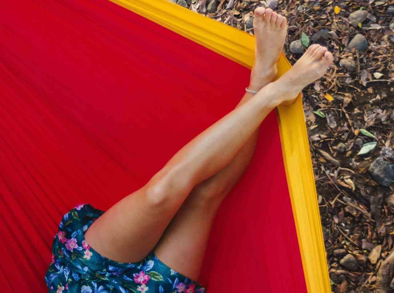 Gambe e piedi gonfi (fonte unsplash)