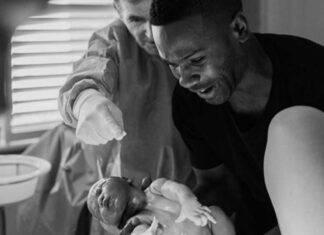 Papà in sala parto (fonte Pintarest @boredpanda)