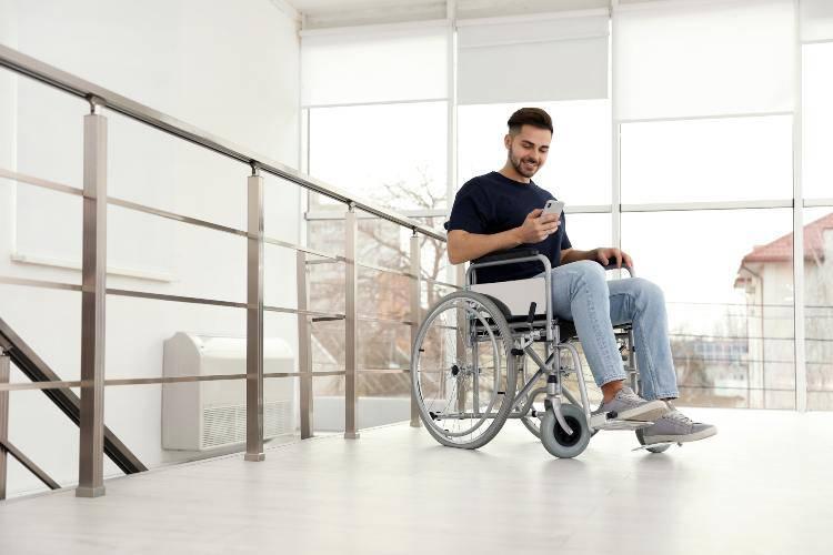 uomo paralizzato