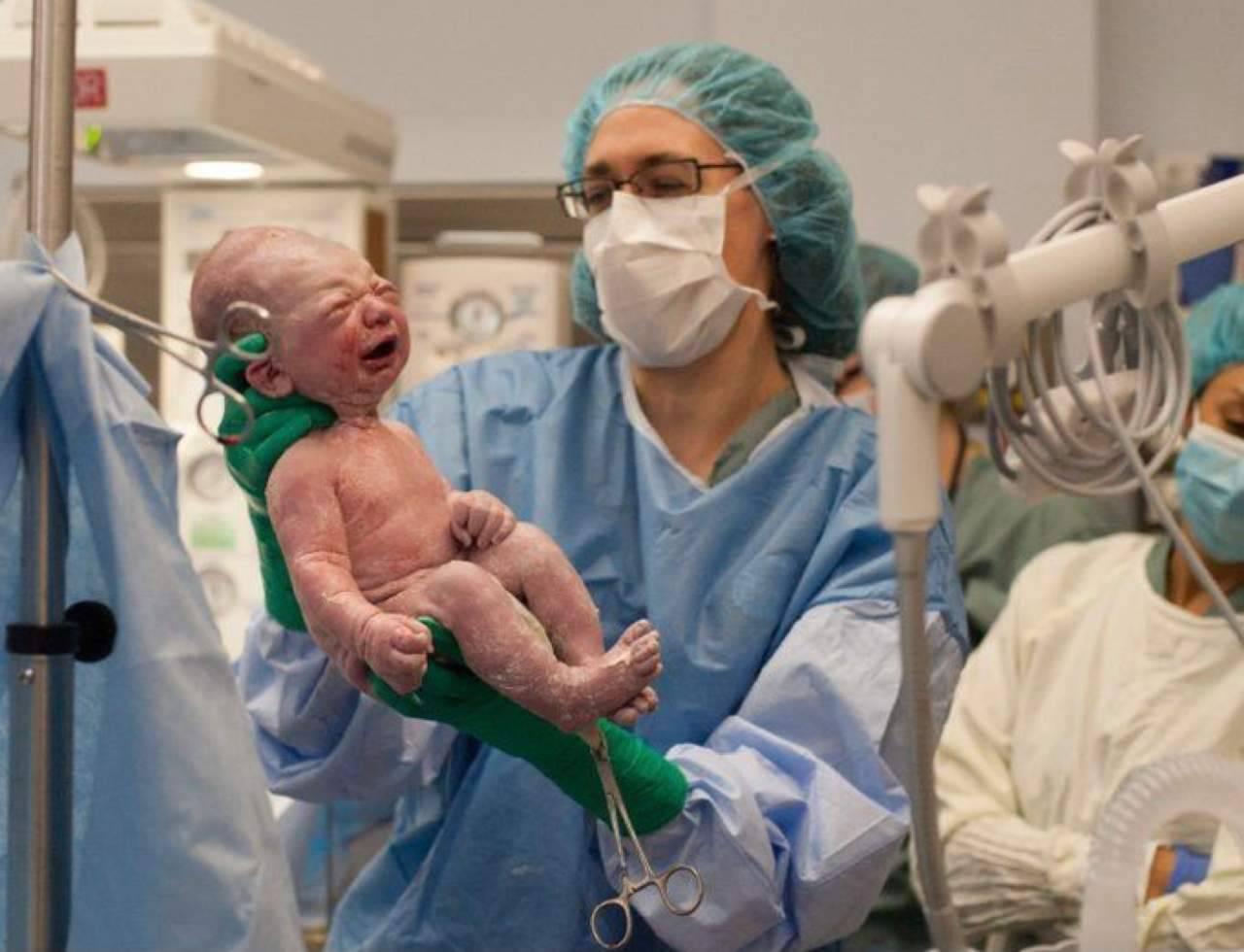 Assistenza al neonato (fonte Pinterest @popsugar)