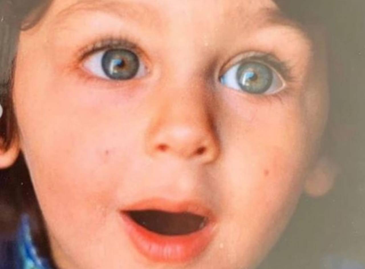 bambino grandi occhi verdi