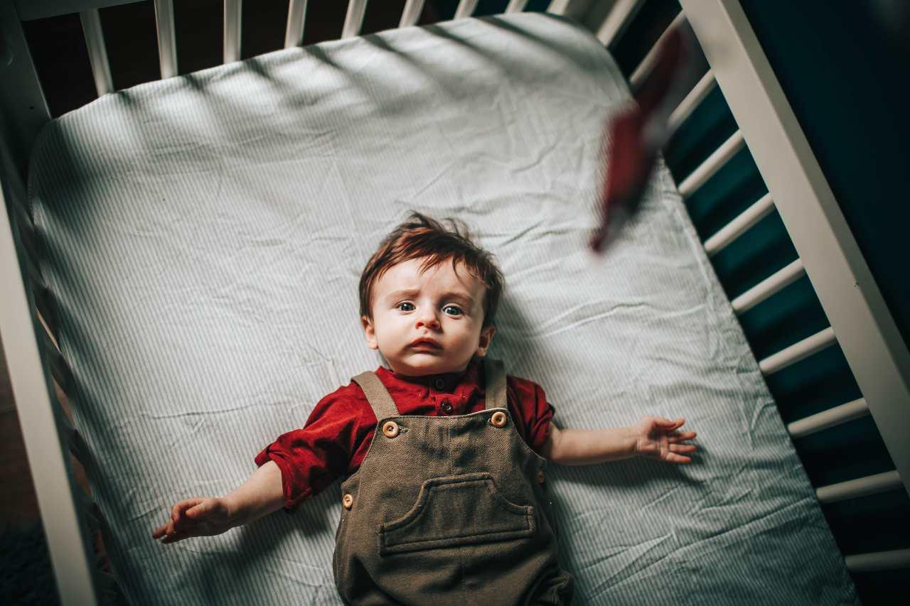 culla per neonati (fonte unsplash)