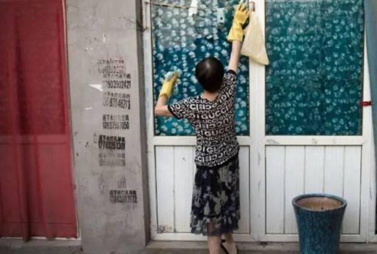 Marito costretto a pagare lavori domestici alla moglie