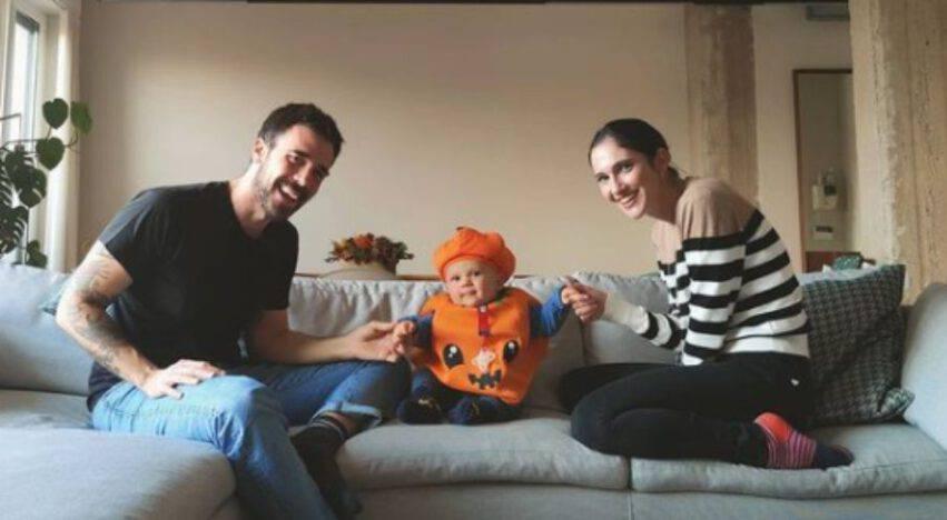 Lodovica Comello col marito e il figlio
