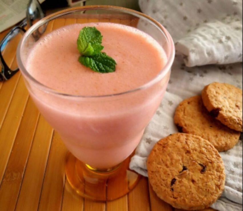 Smoothie di frutta e biscotti