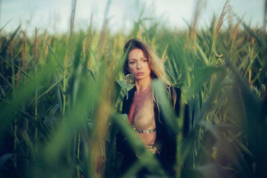 donna nell'erba