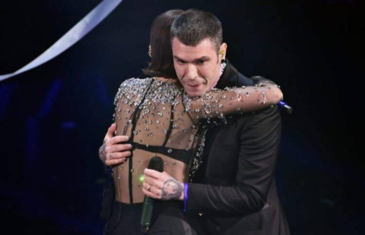 Fedez a Sanremo 2021 pianto dopo l'esibizione