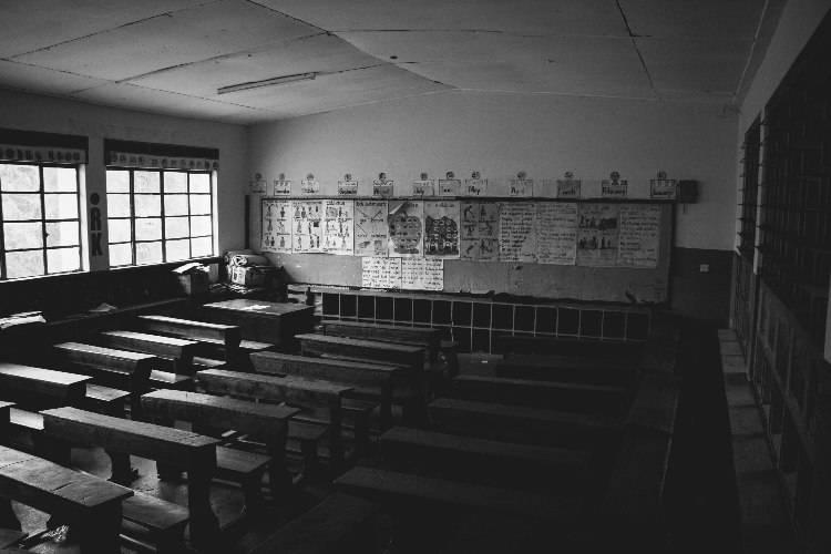 Protesta contro scuole chiuse