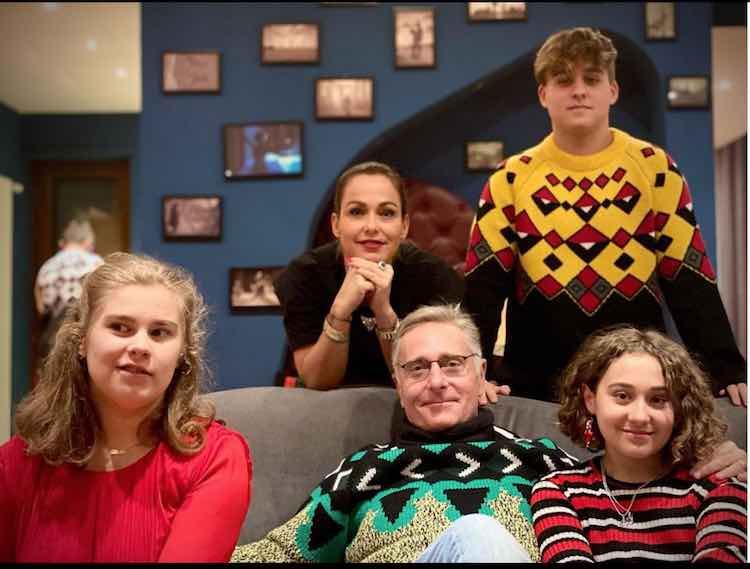 paolo bonolis con figli e moglie